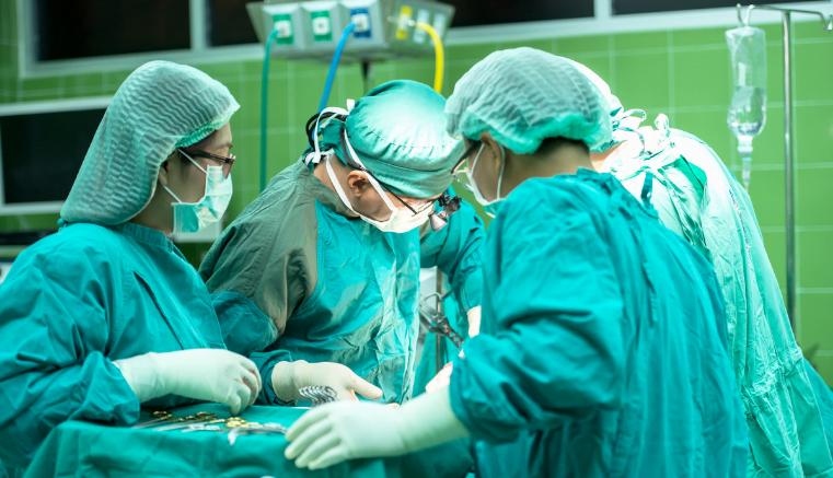 """¡Increíble pero cierto! Mujer condenó a 4 personas al realizarse trasplantes de órganos """"contagiados"""" por una terrible enfermedad."""