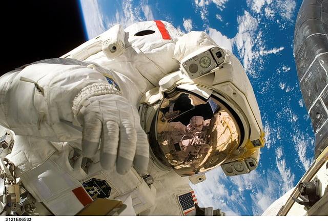 cuanto viven los astronautas